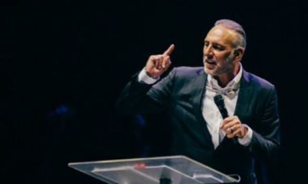 Hillsong's Brian Houston to plead not guilty of concealing dad's abuse